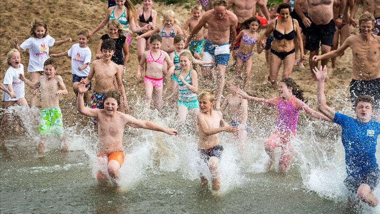 Zwemmen met het lekkere weer? Pas op voor blauwalg en botulisme