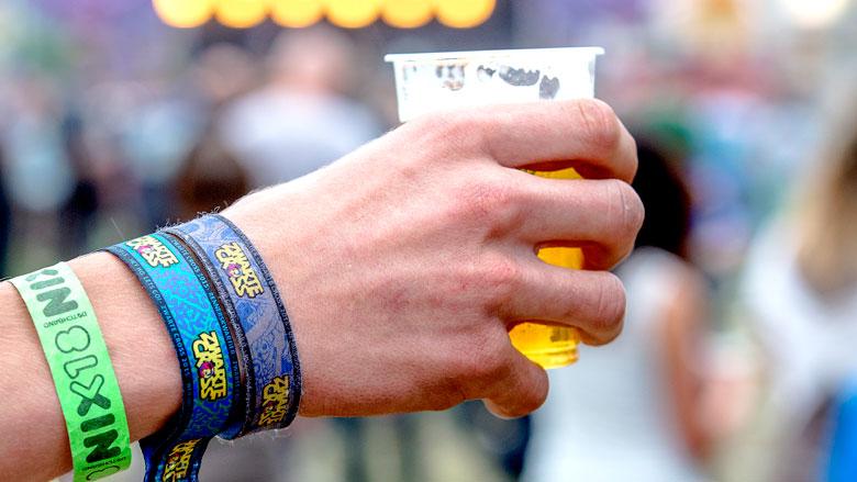 'Minderjarigen kunnen te makkelijk alcohol kopen'