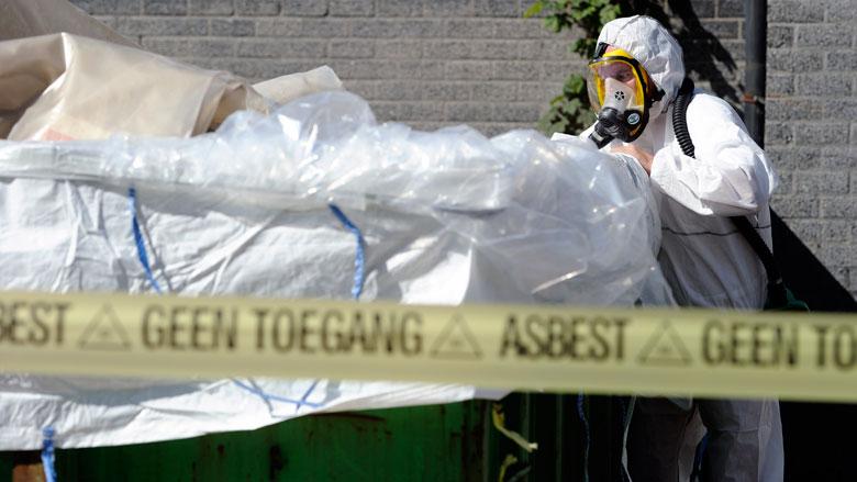 Kabinet: Laat verbod op asbestdek drie jaar later ingaan