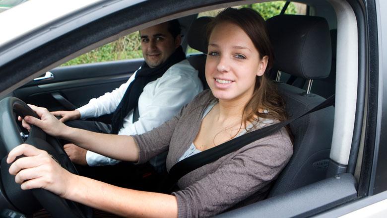 'Autoverzekeringen twee keer zo duur voor jongeren'