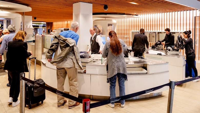Tips om op het vliegveld sneller door de handbagagecontrole te komen