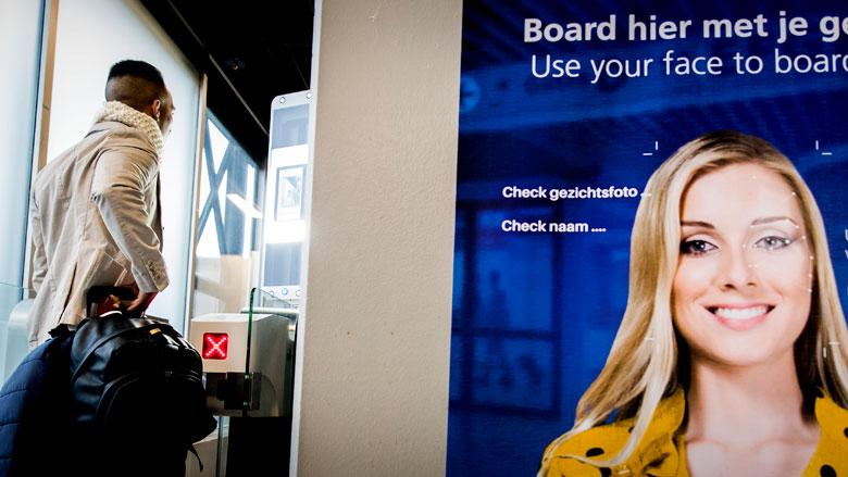 Schiphol breidt proeven met gezichtsherkenning uit