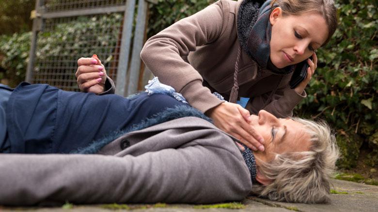 'Omstanders reanimeren vrouw minder vaak dan man'