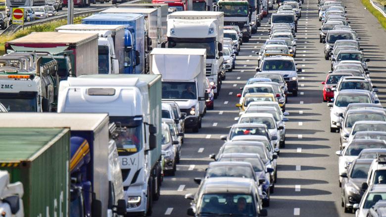 Kabinet steekt geld in infrastructuur, openbaar vervoer en woningbouw