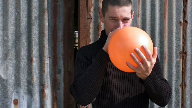 Kledingmerk moet stoppen met gratis lachgas-actie