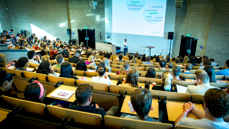 'Ruim 200 masteropleidingen weren instromende hbo'er'