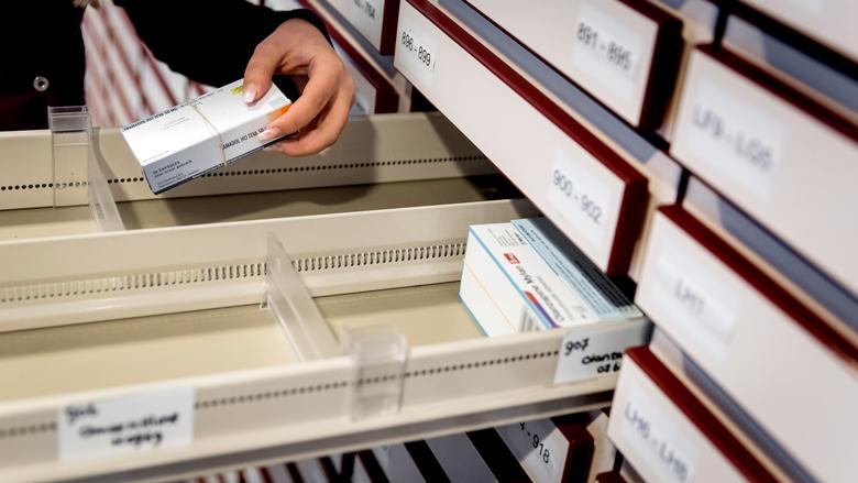 Minister Bruins: fabrikanten moeten hoge prijzen medicatie uitleggen