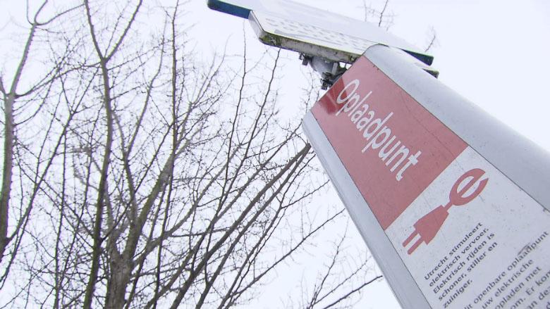 'Een laadpaal op de openbare weg is geen privéparkeerplaats'
