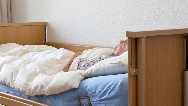 Tehuizen berekenen nabestaanden onterecht kosten voor opbaren overledenen