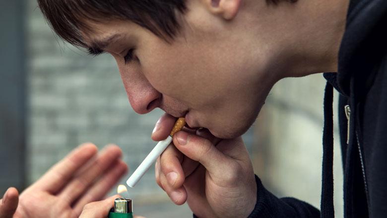 Jongeren onder de 18 komen gemakkelijk aan sigaretten