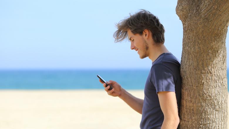 Je smartphone op vakantie: waarop kun je letten?