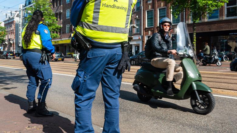 Amsterdam voert controle snorfietsers op