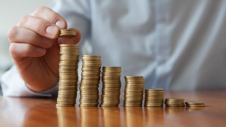 Wat te doen met je spaargeld: investeren in goud, oude auto's of beleggingsfondsen?