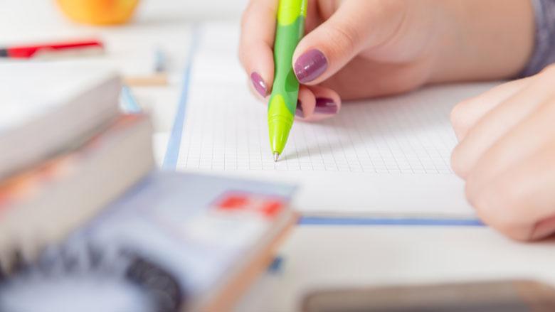 'Mbo-opleidingen moeten ongebruikte lesmaterialen van studenten terugkopen'