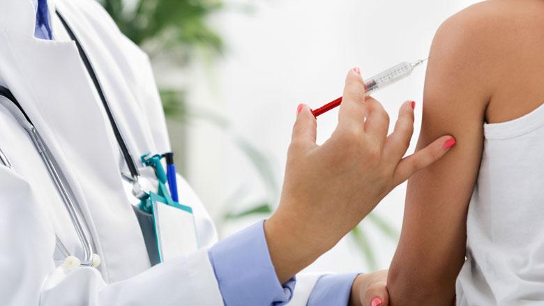 Kabinet: vraag 16-jarigen nogmaals om vaccinatie te halen