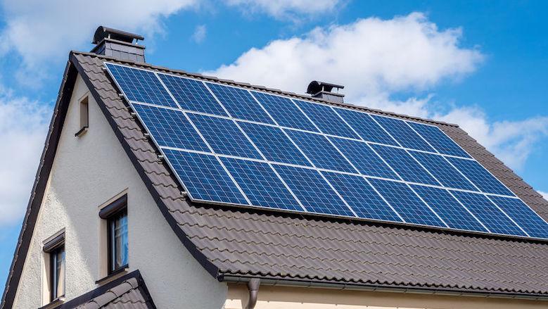 Zonnepanelen verdienen minder geld terug door overbelast stroomnetwerk