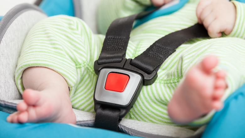 Autostoeltje blijkt onveilig bij botsproef Consumentenbond