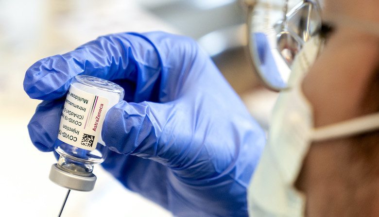 Gezondheidsraad: '60-minners moeten keuze voor AstraZeneca-vaccin zelf maken'