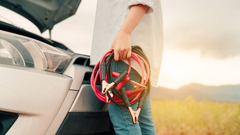 Lege autoaccu? 'Gebruik geen startkabels'