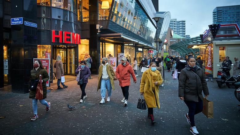 Personeel grote winkelketens moet door min-uren straks gratis overwerken