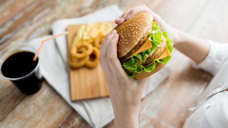Fastfoodketens en kippenwelzijn: KFC scoort het best, Burger King 'faalt'
