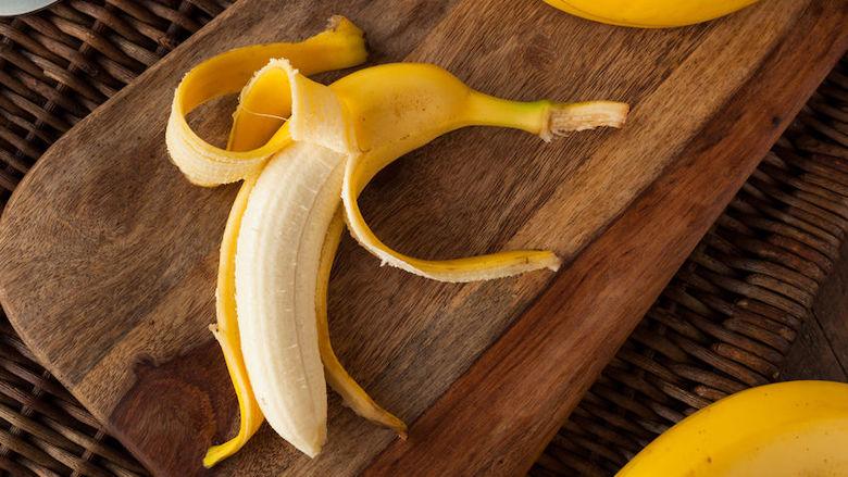 Gooi je bananenschil nooit meer weg: maak zelf plantenvoeding