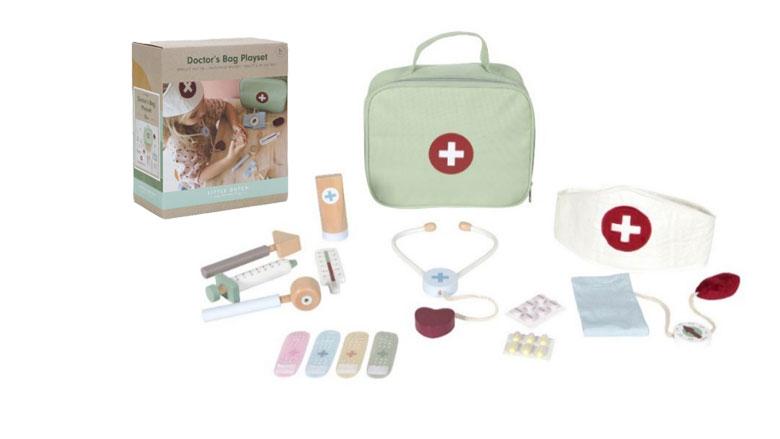 Kinderen kunnen stikken in speelgoed om doktertje mee te spelen