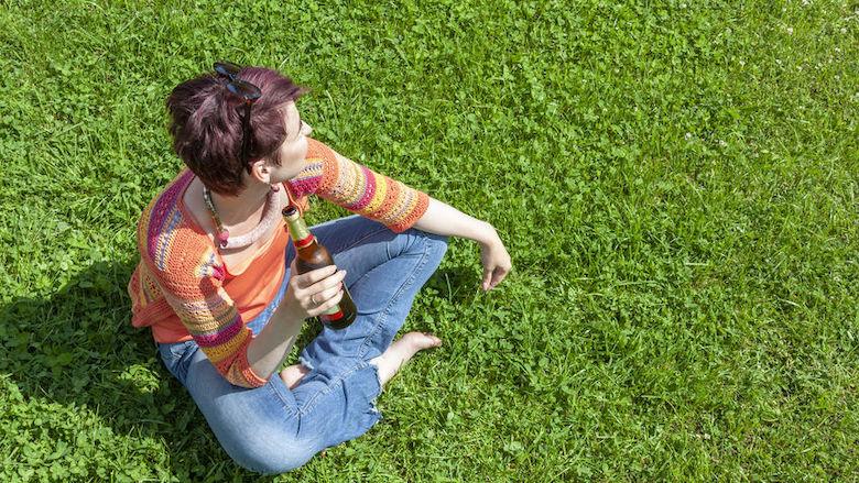 Mag je alcohol drinken in het park of op je stoep?