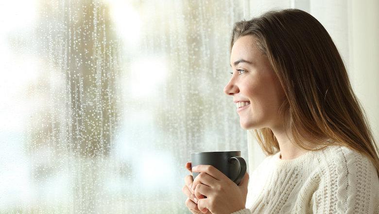 Hoe blijf je positief in de donkere maanden? Tips van een neurowetenschapper