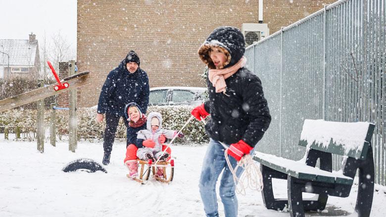 Zondag code rood vanwege hevige sneeuwval, AH stopt bezorgingen