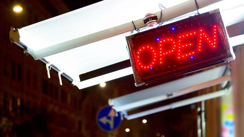 Winkelen tot middernacht verdeelt mensen, maar vooral qua mening