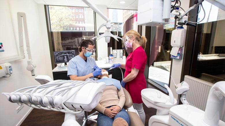 'Nederlanders slaan tandartsbezoek over uit angst voor coronavirus'